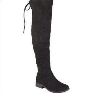 Wide calf mount boot
